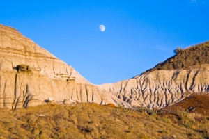 Avonlea Badlands - Erosion under the Moon